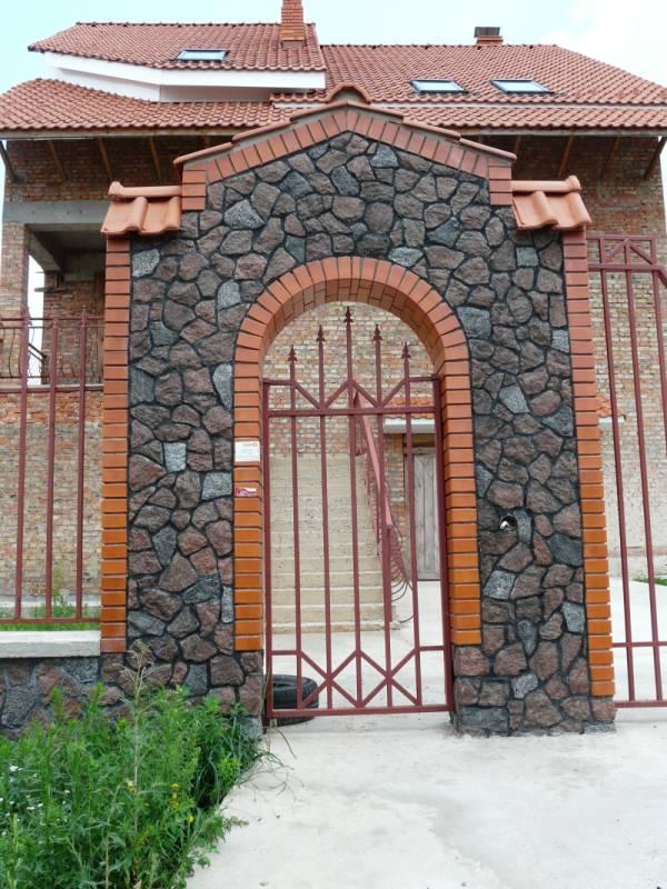 Каменные заборы, заборы из бутового камня, дизайн заборов